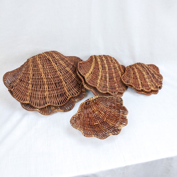 Set of 4 Vintage Brown Wicker Clamshell Baskets